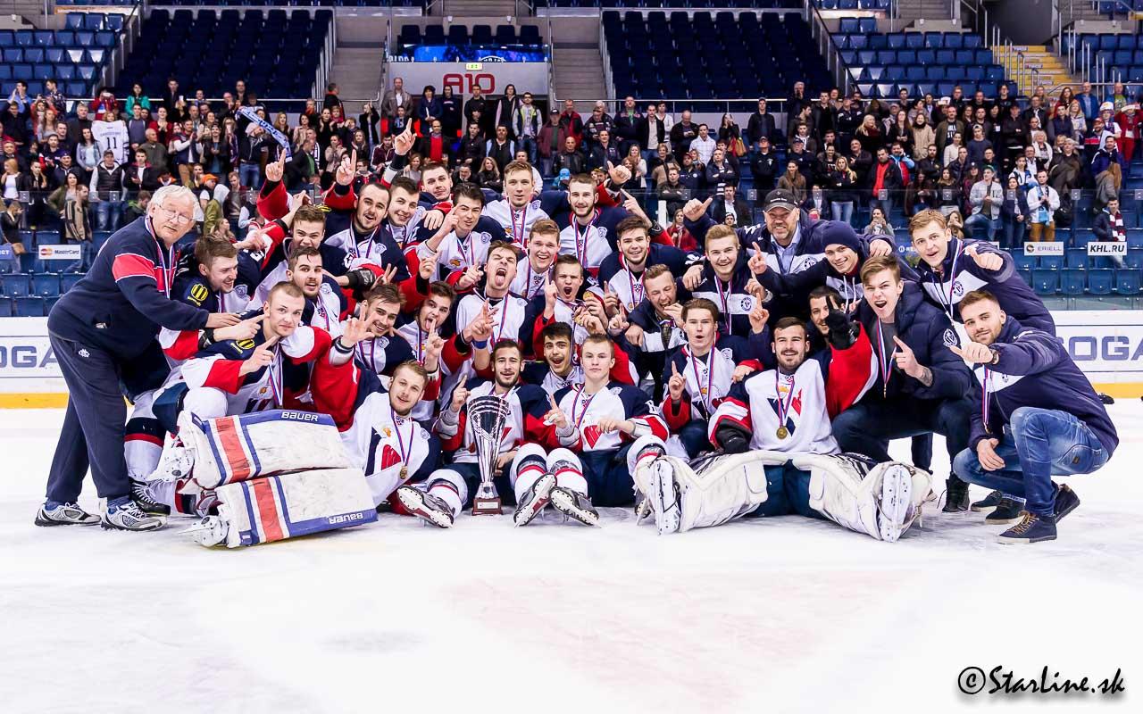 """Oslavy titulu """"Majstra Slovenskej republiky"""" HC Slovan Bratislava v súťaži extralige juniorov 2015/2016"""