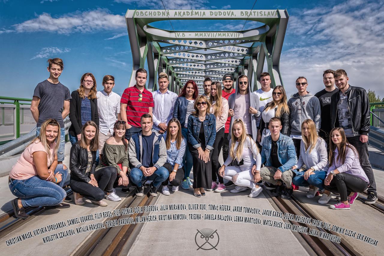 Triedna fotka študentov OA na Dudovej v Bratislave