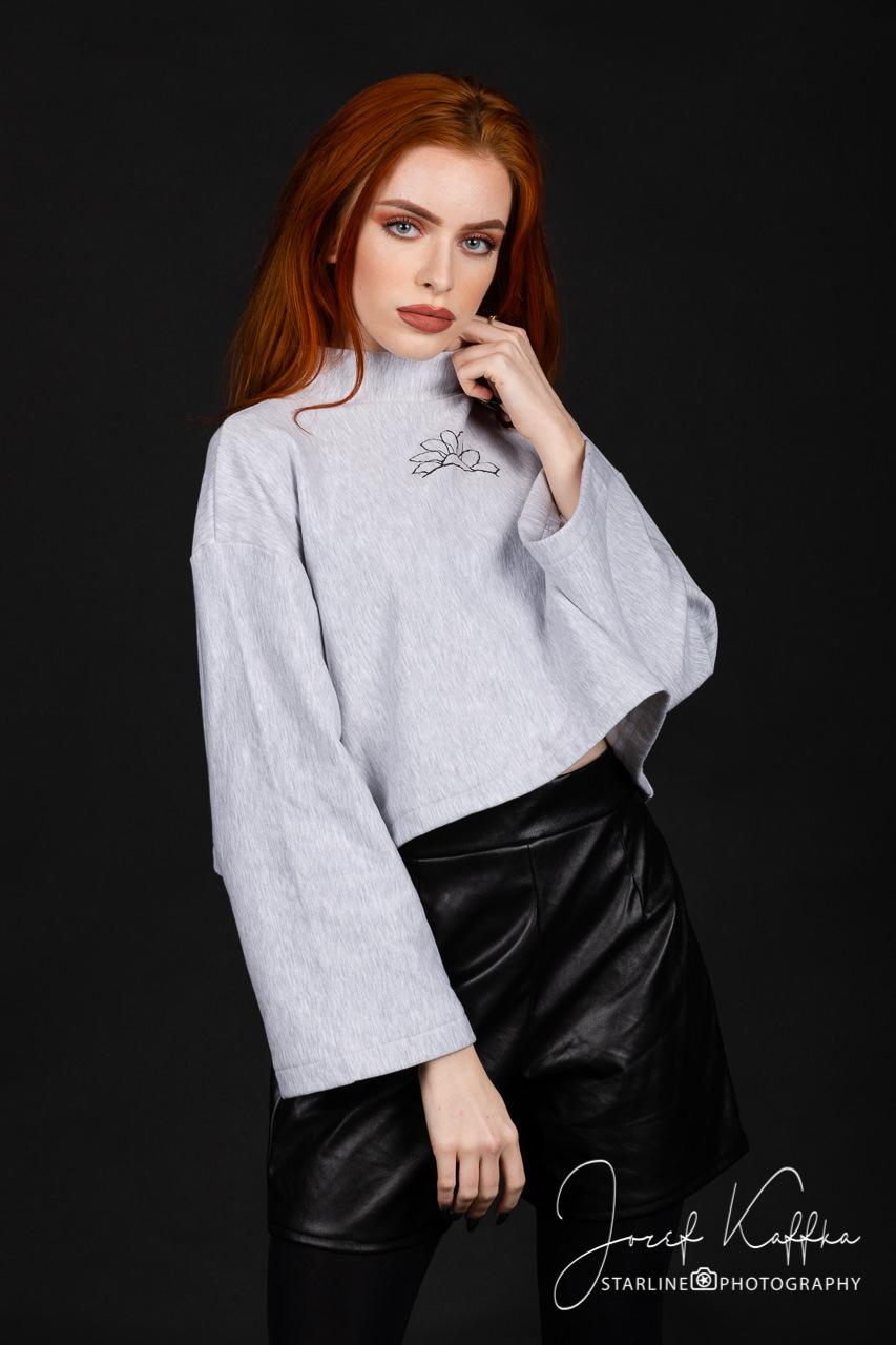 Rachel - návrhárka, krajčírka, modelka a obchodníčka v jednom