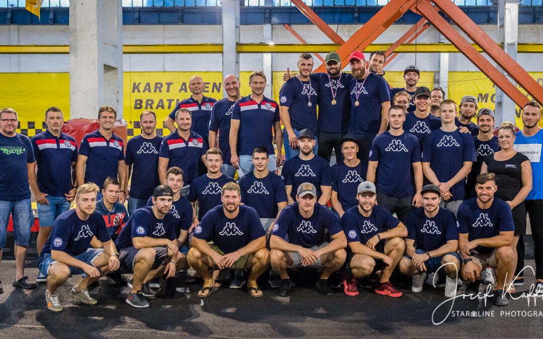 Hokejisti HC Slovan Bratislava vymenili hokejky za motokáry